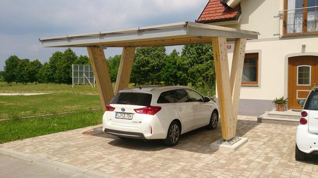 Hibridni Auris je idealen družinski avto in še eko za povrh (foto: David Matoh)