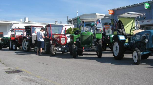 Traktorski starodobniki na potovanju (foto: Unicommerce)