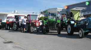Traktorski starodobniki na potovanju