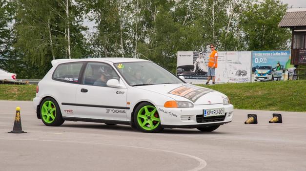 Avtoslalom na Ljubečni atraktiven tako za voznike kot za gledalce (foto: AMD Šempeter)