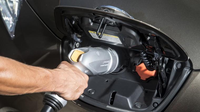 Danska bo do leta 2020 obdavčila električne avtomobile (foto: nissan)