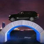 Range-Rover uspešno čez papirnati most (foto: Jaguar Land Rover)