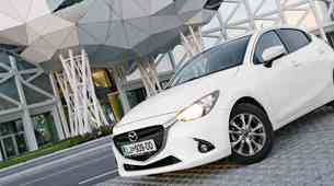 Podaljšani test: Mazda2 G90 Attraction