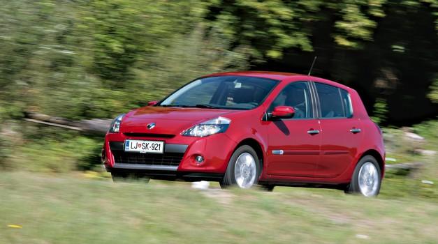 Največ Slovencev vozi 12 ali več let star avtomobil! (zanimiva statistika)