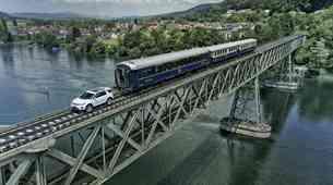 Land Rover Dicsovery Sport v vlogi železniške lokomotive