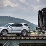Land Rover Dicsovery Sport v vlogi železniške lokomotive (foto: Jaguar Land Rover)