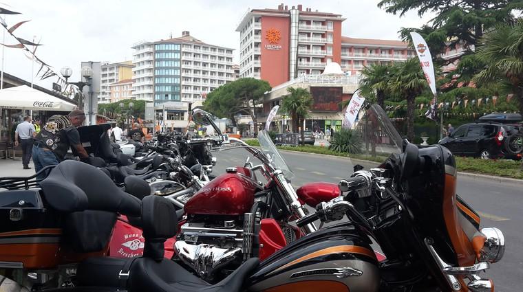 Na srečanju Harley-Davidson tudi z Jeepom (foto: Tomaž Porekar)