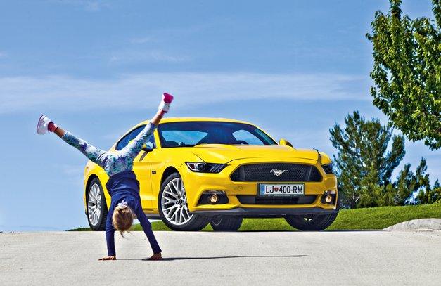 Bolje pozno kot nikoli! Ne, naslov se ne nanaša na pozen prihod v cilj. S Fordom Mustangom Fastback V8 5.0 boste zagotovo med prvimi. Fraza v naslovu se navezuje predvsem na pozen prihod ameriške klasike na evropski trg. Na kratko.