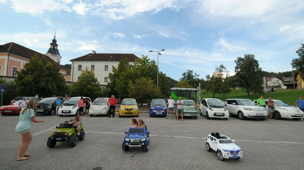 Zero Tour 2016: karavana električnih avtomobilov v Ivančni Gorici (foto: Zero Tour 2016)