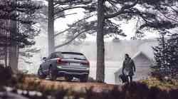 Volvo je linijo 90 zaokrožil s terensko različico Cross Country