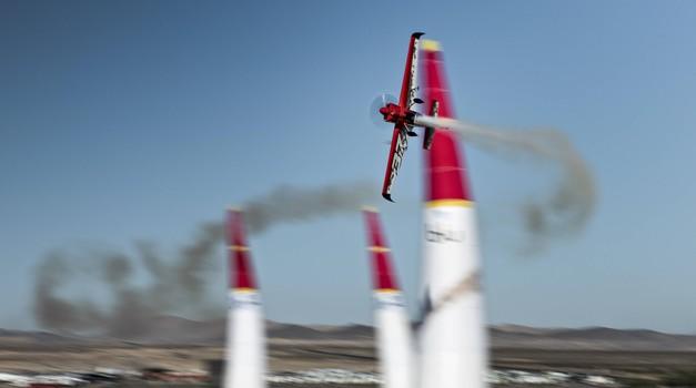 Najhitrejši slovenski motošportnik in letalski as Peter Podlunšek v Las Vegasu odletel let sezone (foto: Sebastian Marko/Red Bull Content Pool)