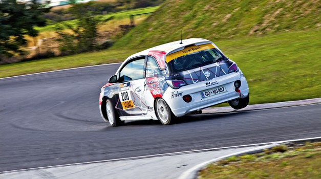 Izziv: Opel Corsa OPC proti dirkalniku Opel Adam Cup (foto: Saša Kapetanović)