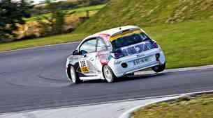 Izziv: Opel Corsa OPC proti dirkalniku Opel Adam Cup