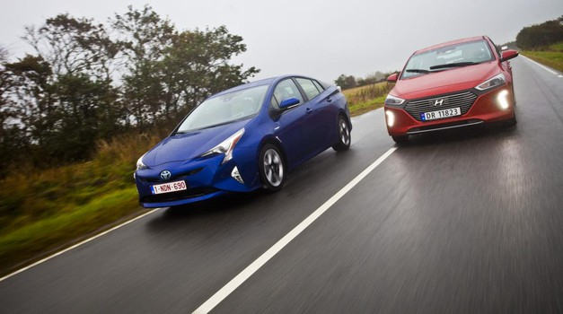 Nič več sam: Toyota Prius in Hyundai Ioniq Hybrid (foto: Saša Kapetanović)