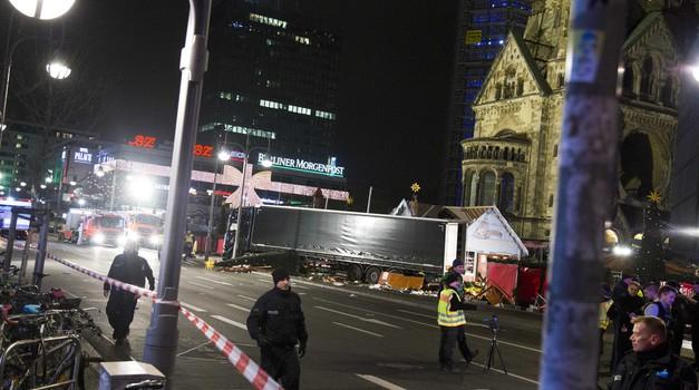 Tovornjak v napadu ustavilo avtomatsko zaviranje (foto: Profimedia)