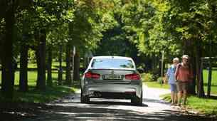 Test: BMW 330e iPerformance M Sport - je lahko priključni hibrid športen?