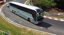 Kako je videti, ko se avtobusi in kombiji zapodijo po famoznem dirkališču Nurburgring