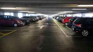 Voznik pozabil kje je parkiral avtomobil - po šestih mesecih ga je policija odkrila v parkirni hiši