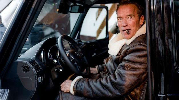 Terminator z mobilcem v roki in cigaro med  zobmi razkril električni Mercedes G (foto: Kreisel Electric)