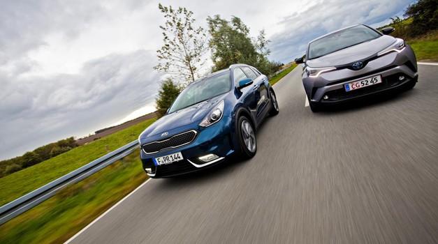 Staro proti novemu: Toyota C-HR hibrid in Kia Niro. Popolnoma različno doživetje hibrida. (foto: Saša Kapetanović)
