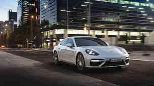 Porschejeva hibridna Panamera je postala še močnejša