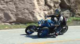 Kawasakijev tricikel je naredil v domači garaži, da ga sedaj nagne bolj varno