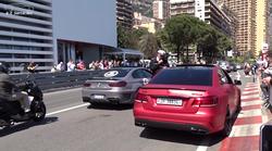 Bahanje z Mercedesom-Benz E63 AMG na cestah Monaka ustavil policist