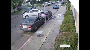 Ko ti nekdo udari avtomobil na parkirišču, lahko iz tega narediš duhovit glasbeni spot