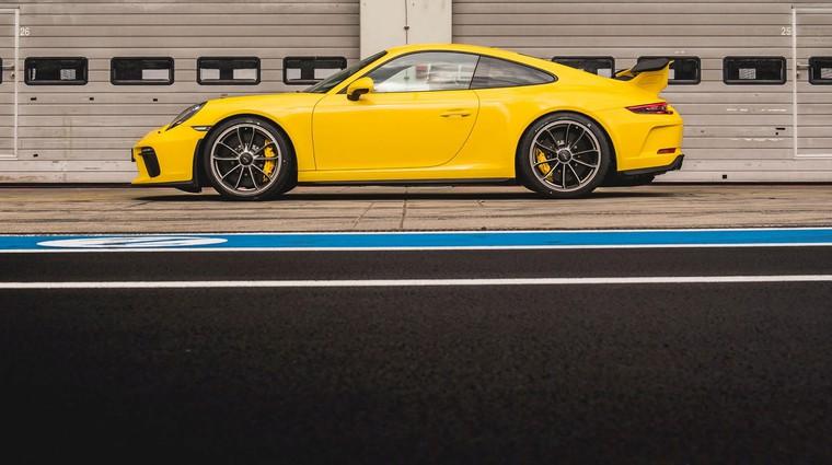Novi Porsche 911 GT3 je bil na Nürburgringu za 12,3 sekunde hitrejši od predhodnika (foto: Porsche)