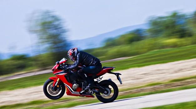Test: Honda CBR 1000 RR - ali je to sploh še motocikel za na cesto?