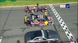 Razlika med hitrim in noro hitrim avtomobilom ali ko se pomerijo Red Bull F1, Mercedes SL63 in Supercar V8