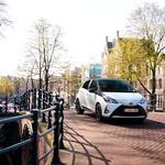 Novo v Sloveniji: Toyota Yaris tudi kot hibrid, Prius Plug-in pa s solarno streho