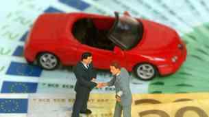 Nakup rabljenega avtomobila: kakšnih trikov se poslužujejo preprodajalci?