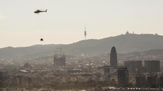 Iz Barcelone v svet: Seat Arona v helikopterskem preletu rojstnega mesta (foto: Seat)