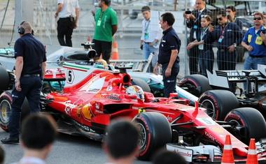 Trčenje v Bakuju je rivalstvo med Hamiltonom in Vettelom poneslo na novo raven (video)