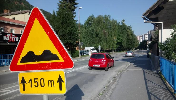 Akcija 'Najboljša in najslabša cesta v Sloveniji': ja, cesta skozi Jesenice je pa res zrela za obnovo …