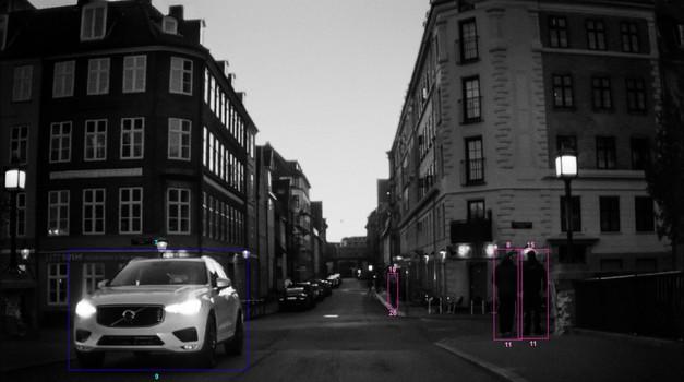 Varnostne kamere v Volvu XC60 je umetnica uporabila kot fotoaparat (foto: Volvo)