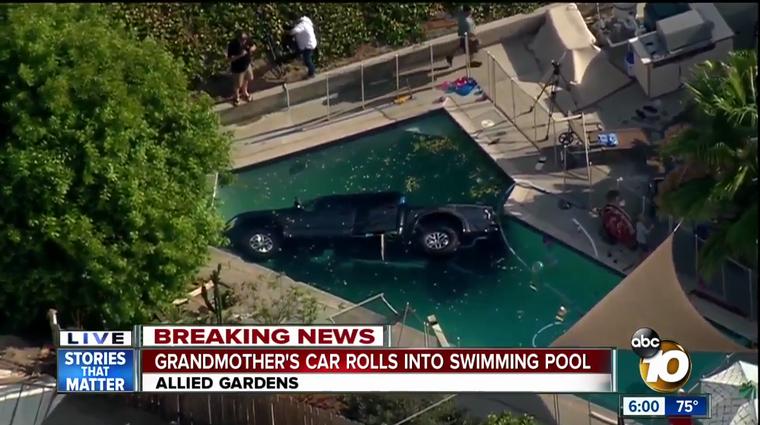 Voznica pozabila prestaviti v parkirno prestavo in Ford F-150 Raptor je končal v bazenu (foto: ABC 10 News)