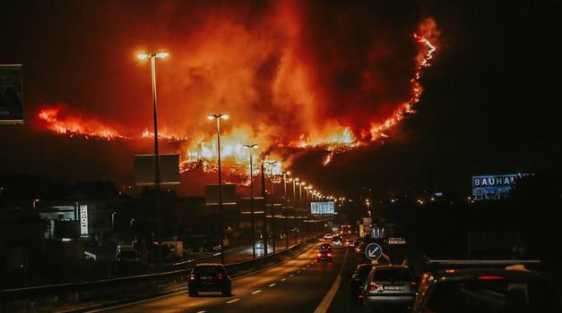 Pred potjo v Dalmacijo preverite, katere ceste so zaprte zaradi požarov (foto: Damira Kalajzić)