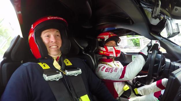 Vožnja s profesionalnim dirkačem v Ferrariju FXX-K je samo za najbolj pogumne (foto: Car Throttle)