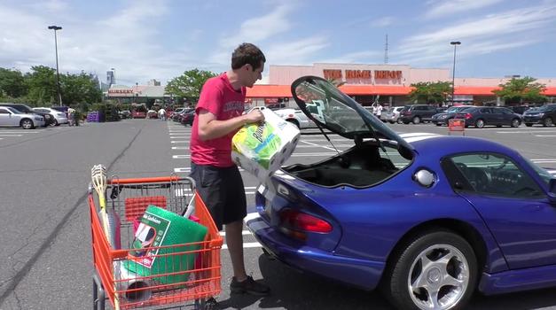 Če vam žena ne pusti kupiti Dodga Viperja, češ, da ni praktičen, ji pokažite ta video (foto: Doug DeMuro)