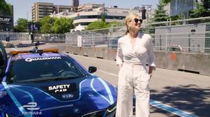 Zapeljite se po dirkališču Formule E z i8 in Kate Upton na sovoznikovem sedežu