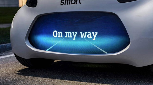 Smart prihaja v Frankfurt s študijo prihodnjega električnega modela (foto: Daimler)