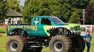 V Teksasu so 'monster trucki' iz poplav rešili vozilo nacionalne garde