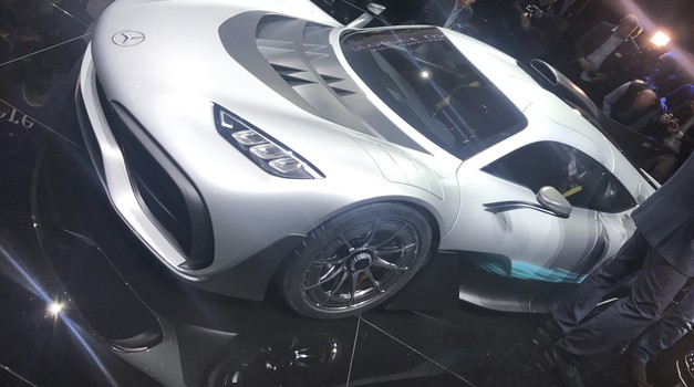 Frankfurt: Mercedes-AMG Project One - 1,6 V6 + dva elektromotorja = 1.000 'konjev' (foto: Dušan Lukič)