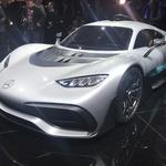 Kot pravi Daimlerjev šef Dieter Zetsche, je razvoj elektrinih avtomobilov zelo drag, zato bodo morali nekako prihraniti 4 milijarde evrov. (foto: Dušan Lukič)