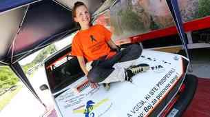 Sanja Smrdelj: simpatična tridesetletnica z dirkalnim Yugom, ki je prehitela raka