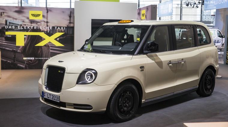 Frankfurt: električni taksi po naročilu londonskih oblasti, a tudi z volanom na levi (foto: London-Taxi)
