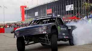 Monster Energy predstavlja dvoboje puščavskih tovornjakov