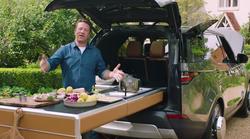Jamie Oliver si je zamislil posebnega Land Roverja, v katerem se seveda skriva celotna kuhinja z dodatki